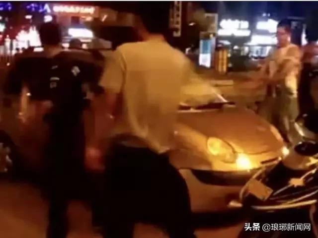 """临沂""""黑物业""""经理被判12年!曾指挥保安狂砸业主车"""
