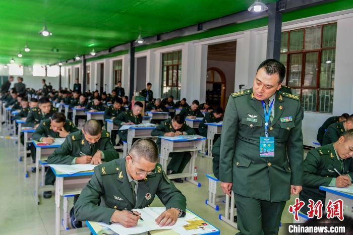 西藏军区1200名学员参加年度士兵招生文化统考