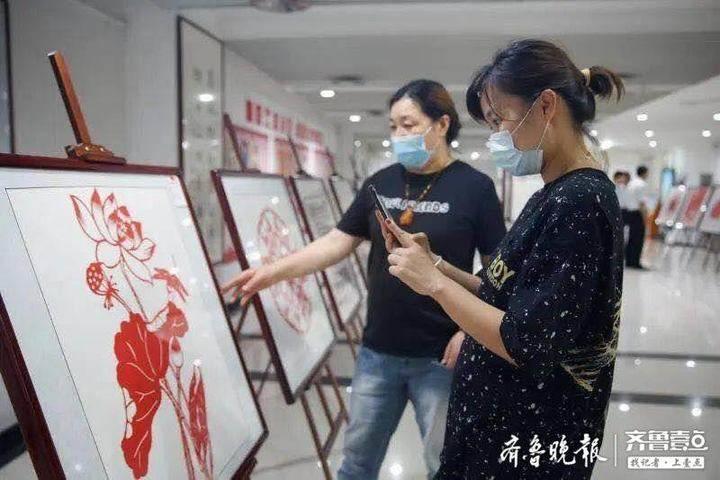 """广饶县图书馆举办""""永远跟党走""""廉政剪纸作品展"""