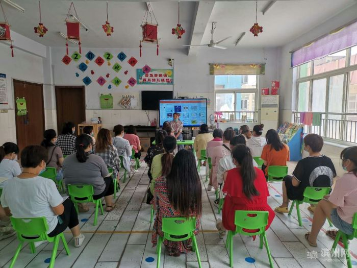 大年陈镇中心幼儿园开展幼儿意外事故预防与处理教师培训活动