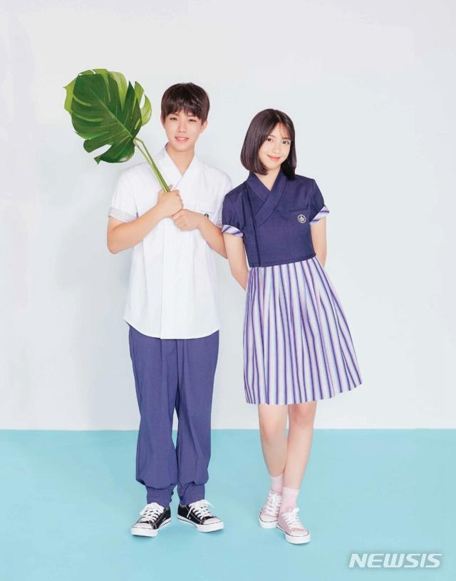 韩旅游部门推出韩服式校服,22所中学最早今冬试点推行