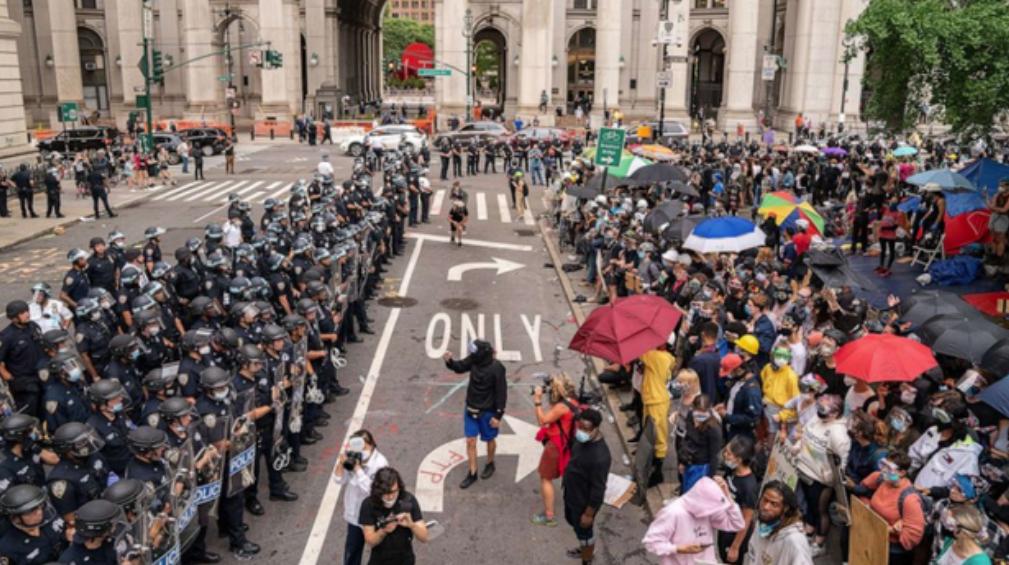 国际观察|美国警察暴力执法不断,纽约市长被建议放弃警察局长任免权