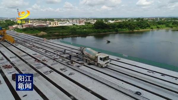 漠阳江东河大桥右半幅成功合拢