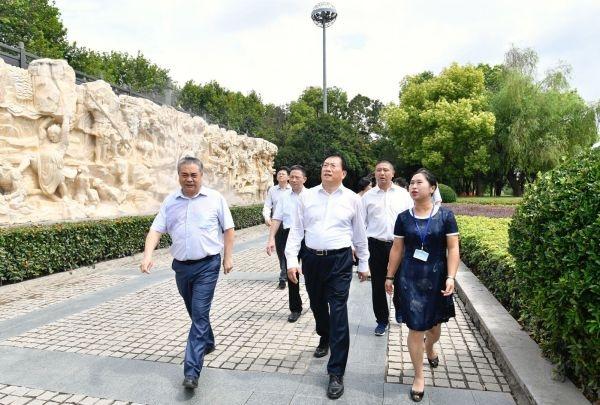 武汉市委书记王忠林:江汉路步行街改造要保留历史元素保持城市个性
