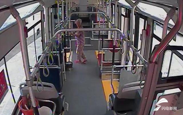 温度记丨七旬老人走失,手环上3个号码都打不通!公交驾驶员帮她回家