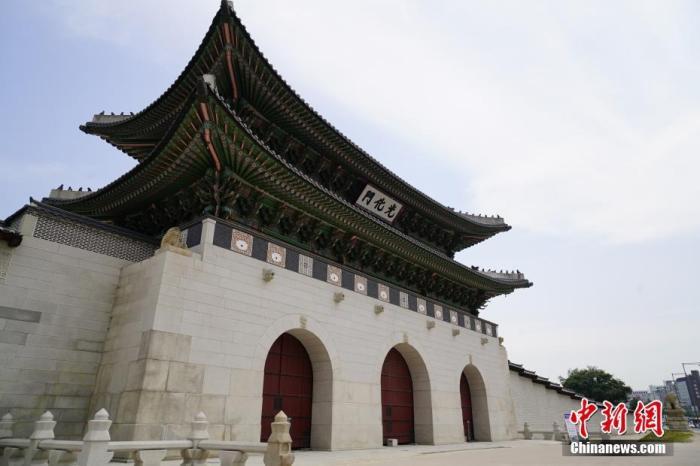 6月23日,位于韩国首尔的景福宫关闭。受首都圈疫情影响,当地部分景点关闭。 中新社记者 曾鼐 摄