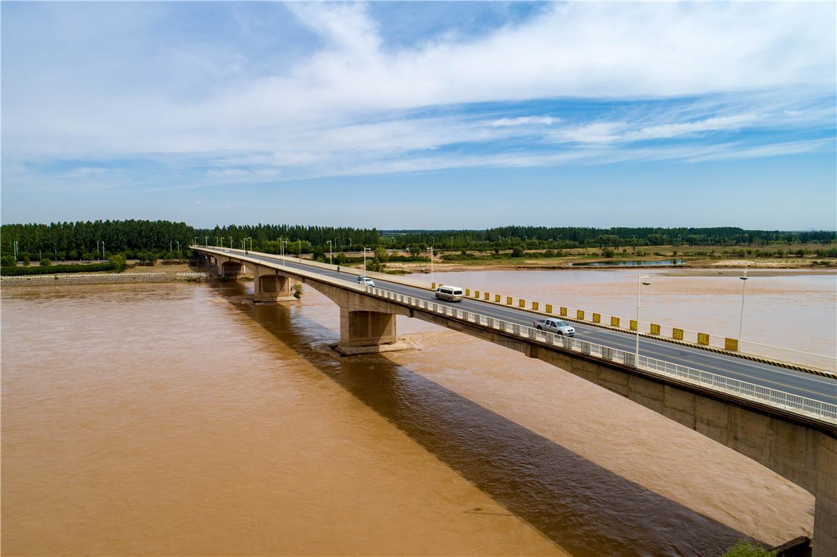 【黄河两岸是我家】高清大图:瞰青铜峡黄河公路大桥