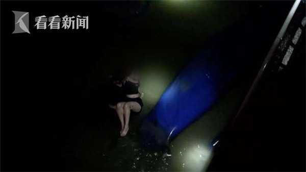 视频|醉酒女子深夜跳入河中 消防紧急救援