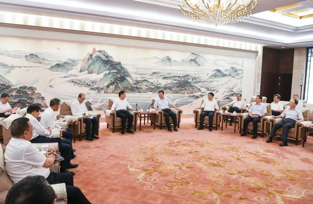 江苏省委书记频频会见企业巨头,有何深意?