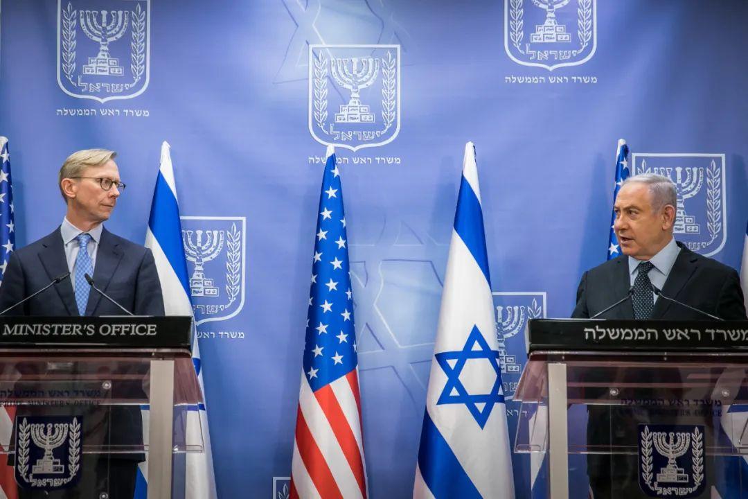 ▲资料图片:6月30日,以色列总理内塔尼亚胡在耶路撒冷与到访的美国伊朗问题特别代表布赖恩·胡克举行会谈,双方呼吁联合国延长对伊朗的武器禁运。(新华社/基尼图片社)