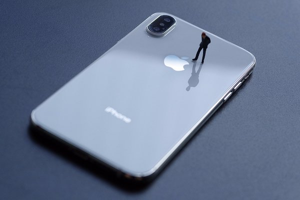 苹果iPhone 12系列迎来量产 富士康重金招人:内推最高奖励9000元