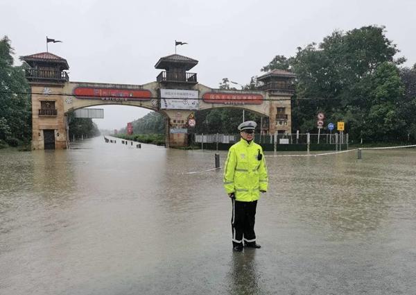 成都国色天乡因积水关闭,温江多条路段临时管控