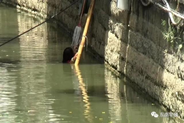 危急!泉州市区:一女子在水中漂浮!只露出一个头……
