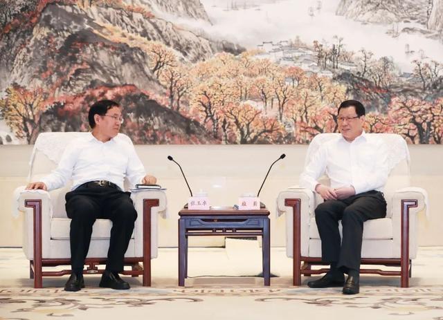 湖北省委书记、省长与中石化集团董事长座谈交流,双方签署战略协议