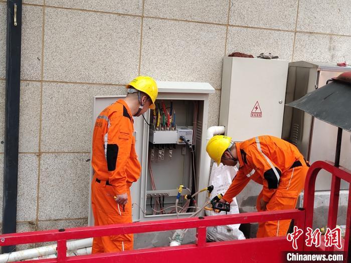 四川雅安:暴雨造成输电线路受损已恢复4.76万户供电
