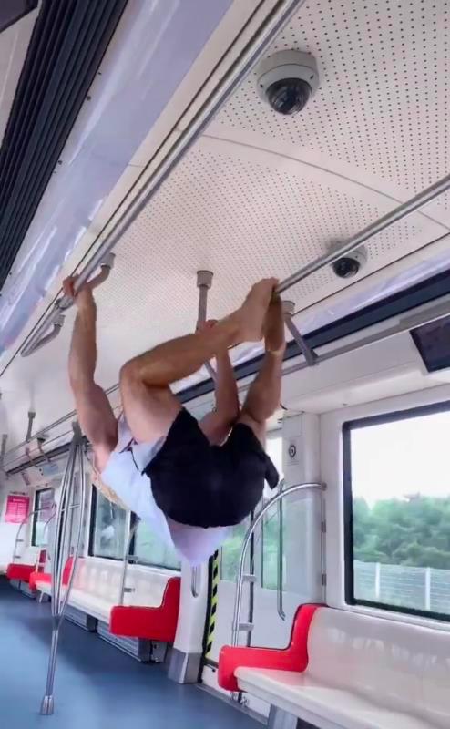 情侣在大连地铁上干这事还拍视频发网上 网友怒了