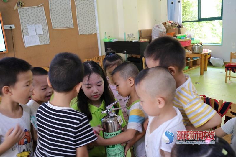 邵阳学院三下乡:消防知识进课堂,安全意识记心中