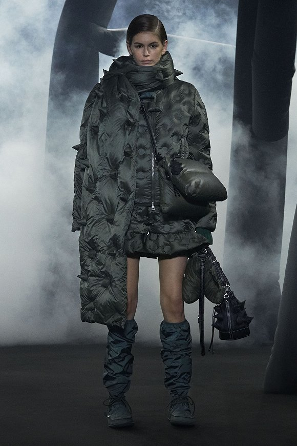Moncler JW Anderson系列 图片来源:Moncler