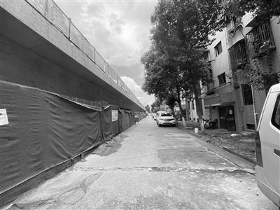 """南京西善桥街道两小区""""围挡""""里建""""高架""""成为""""死结""""?"""