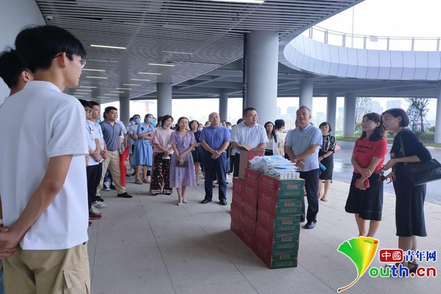 西安市第三医院看望慰问奥体中心志愿者