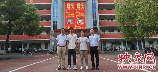 驻马店市第一高级中学两名同学被中国人民解放军空军航空大学录取