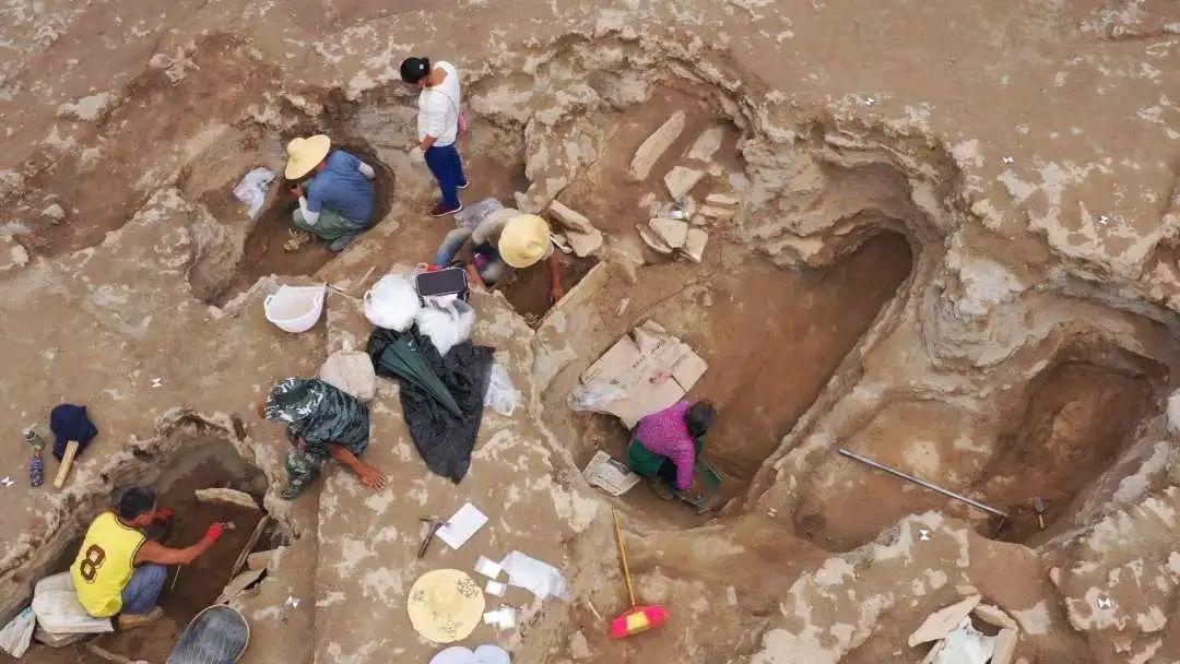【探索】云南首次!丽江金沙江河谷发现分层葬式大型石棺墓葬