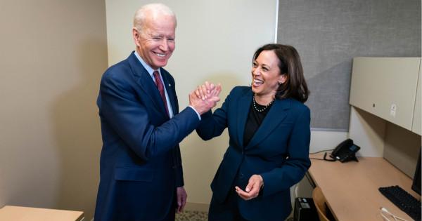 """""""政治正确""""的选择最安全?拜登宣布少数族裔女参议员哈里斯为竞选搭档"""