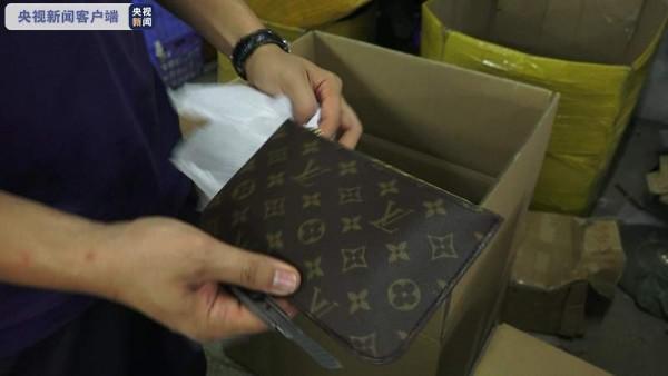 涉案4亿元!广西警方破获一起产销假冒名牌商包案