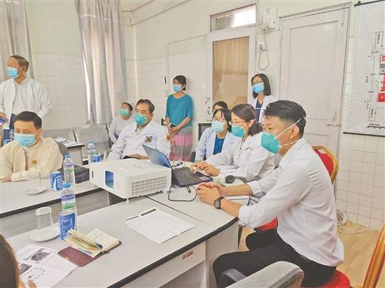 中缅胞波情深 他们为中国赴缅抗疫专家组做翻译