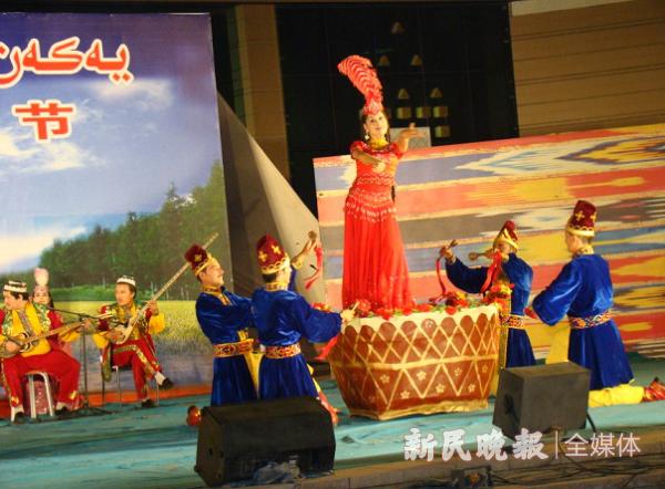 莎车民俗手工一条街:带领游客品尝美食、近距离感受维吾尔族民俗