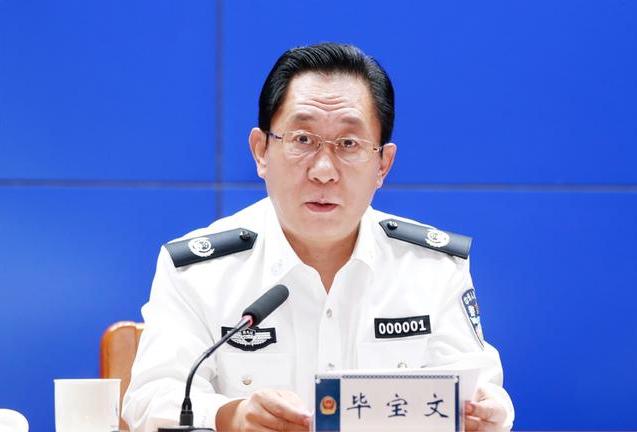 """跨省升副部的""""70后"""",兼任省公安厅党委书记"""