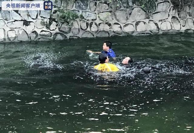 徐州睢宁两女子落水 城管队员和外卖小哥奋不顾身跳河救人