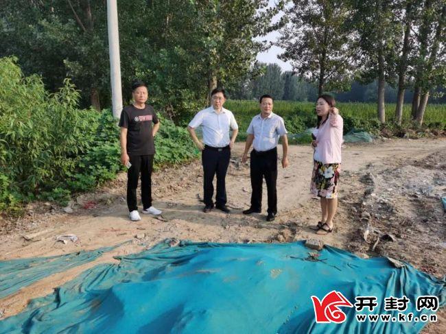 龙亭区区委常委、宣传部长陈庆勇到基层指导巩卫工作