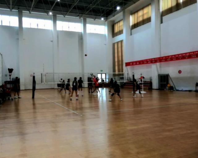淄博十中排球队多手段做好暑期夏训