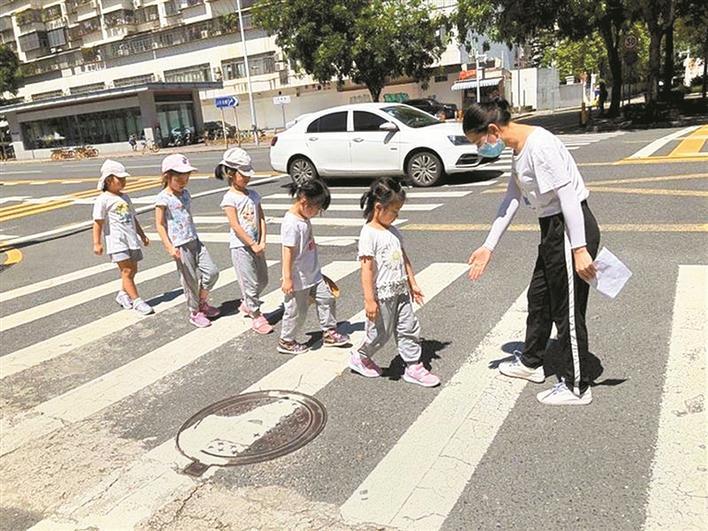福田区强化校园周边环境治理