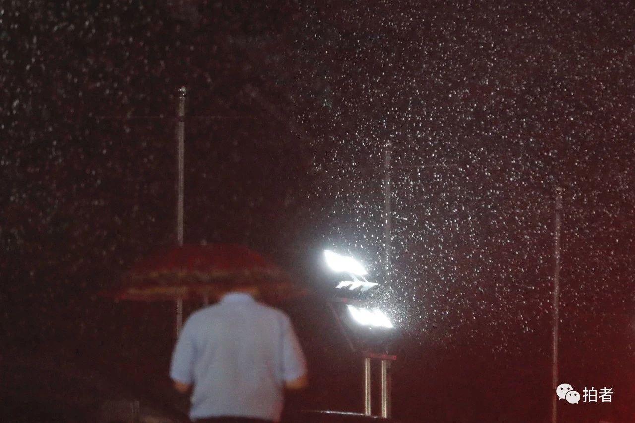 △双桥,光与雨。摄影/新京报记者侯少卿