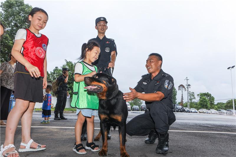 走进警营,酷炫停不下来,长沙公安特巡警支队举办警营开放日活动