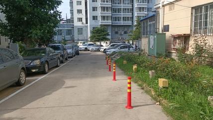 找记者上壹点|小区路宽4米划停车位,居民:侵占消防通道,不妥
