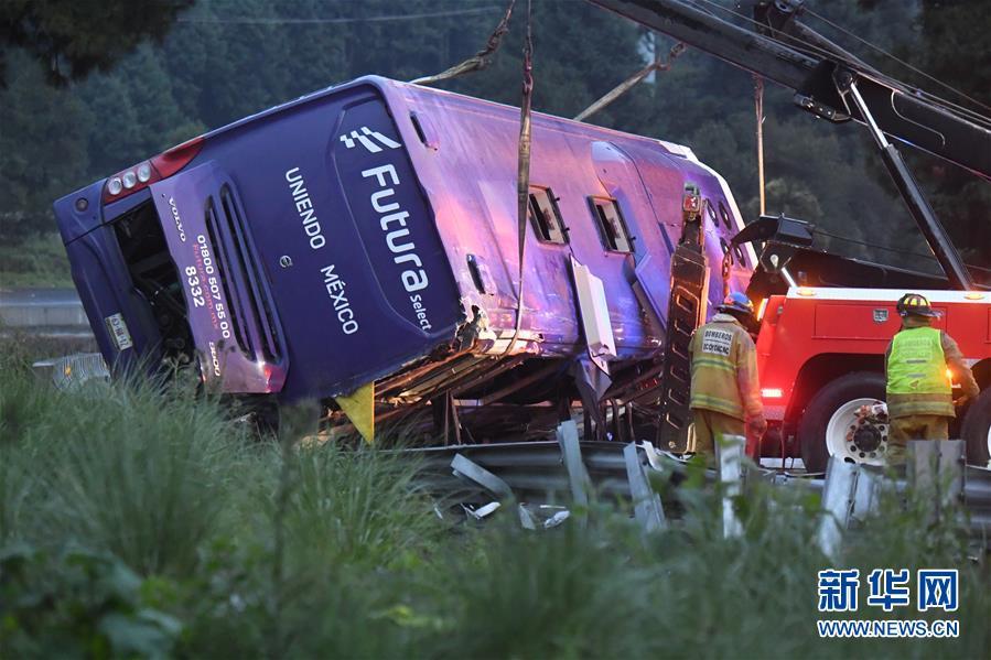 墨西哥中部发生一起交通事故13人死亡