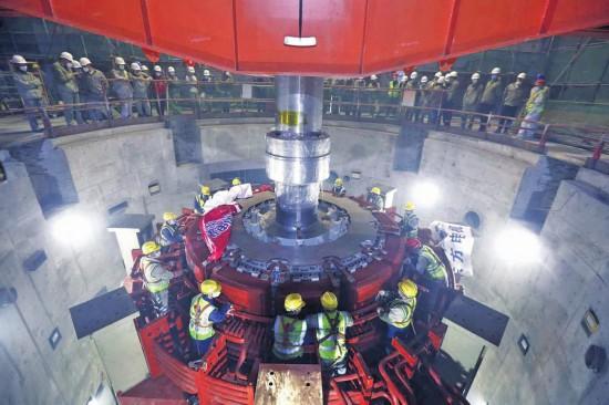 吉林敦化抽水蓄能电站1号机组转子吊装完成