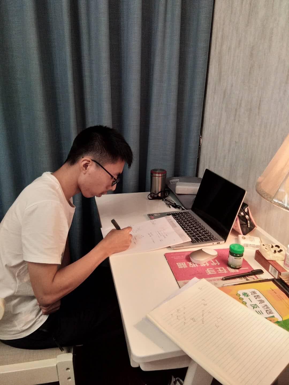 自贡富顺二中理科高分考生黄庆昊:正确认识自己 根据自己的弱点刷题是制胜法宝
