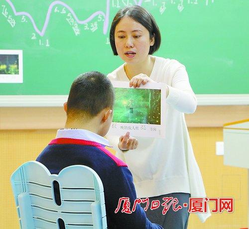 厦门市道德模范叶海珍:扎根特殊教育 用音乐为孩子带路