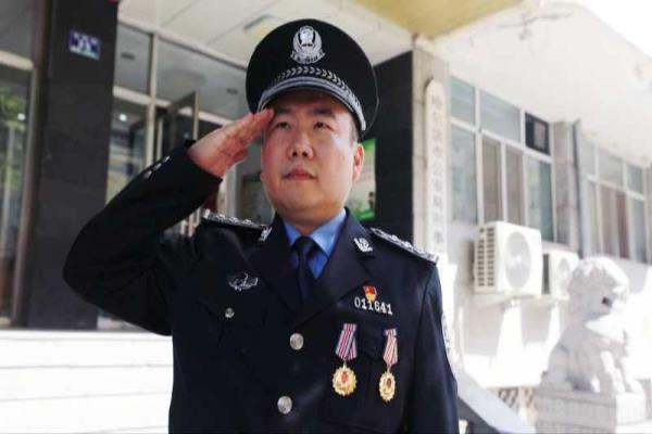"""一位刑警的八年""""成长记""""——记哈尔滨市公安局刑侦支队民警王振南"""