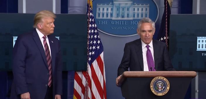 特朗普在12日的白宫抗疫简报会上邀请阿特拉斯讲话 视频截图