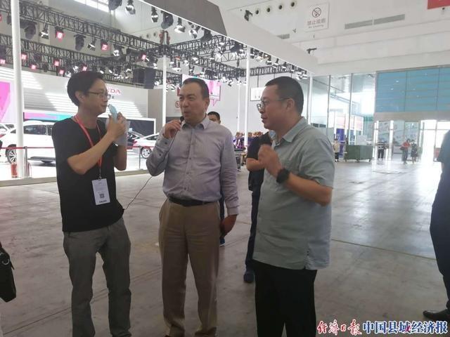 中国汽车流通协会会长沈进军亲临第十八届华中国际车展会场