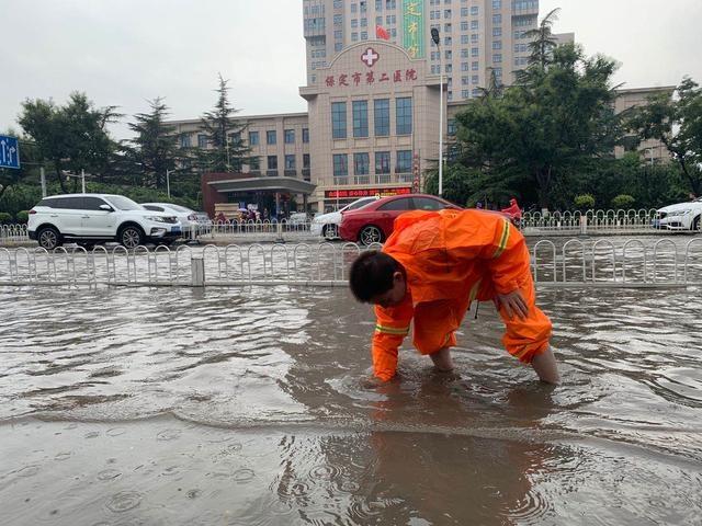 应对大雨,保定综合执法局成立16个应急救援小组驻点防汛