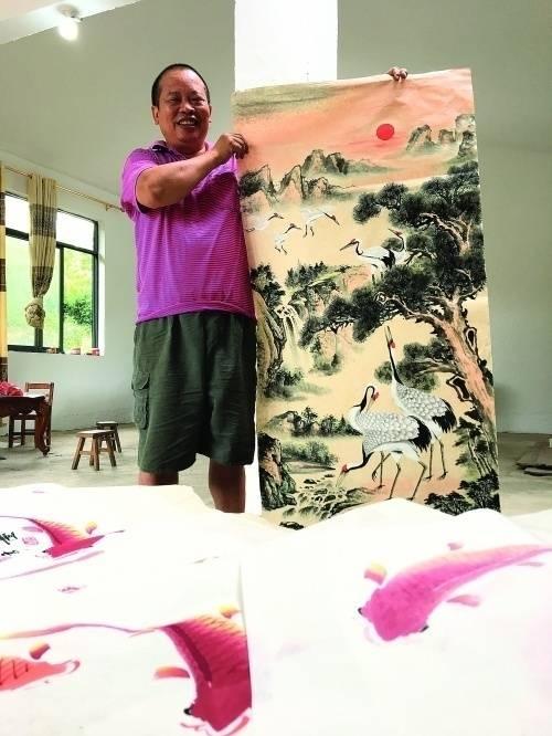"""""""农民画家""""何奕云:用画笔摆脱贫困描绘美好生活"""