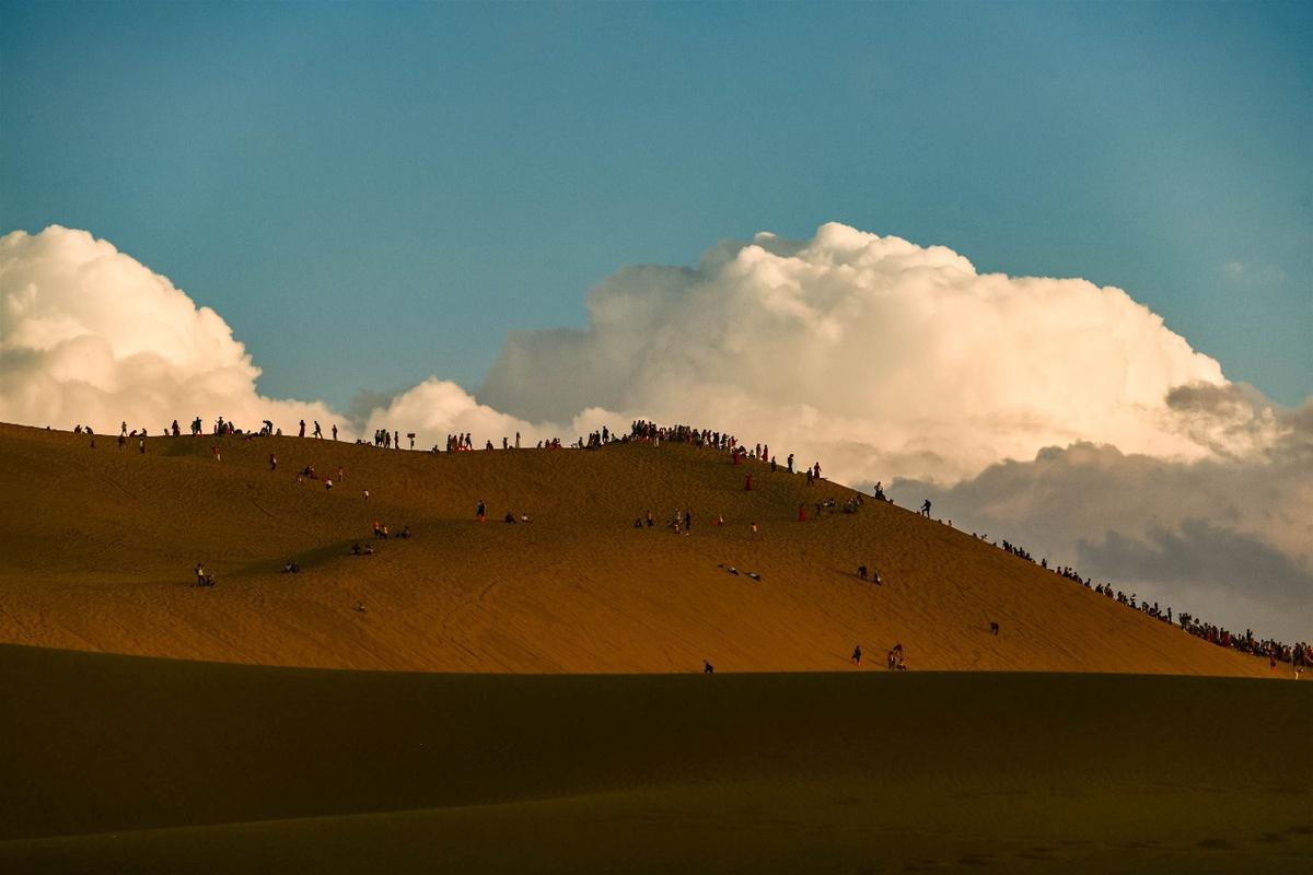甘肃敦煌:大漠秋景如诗如画引客来