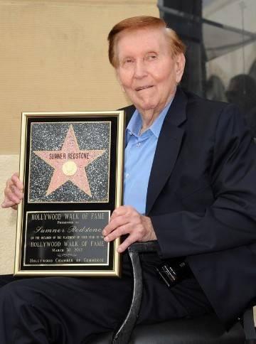 30秒 | 97岁娱乐业大亨雷德斯通去世,他曾炒过阿汤哥鱿鱼