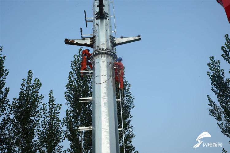 高温下的坚守|安丘电力铁军烈日炙烤下迁移电力线路助力民生工程建设